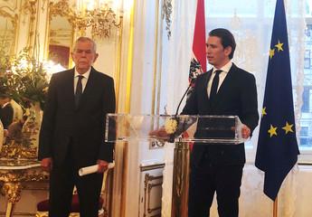 Austria's President Van der Bellen and Chancellor Kurz address a news conference in Vienna