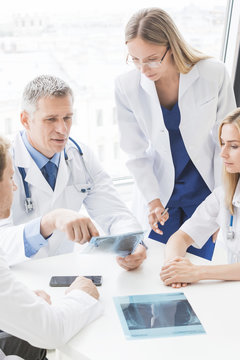 Group of doctors discuss x-ray