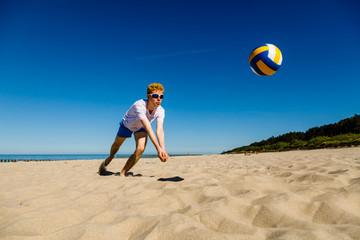 Man playing volleball