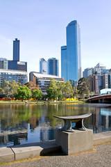 Australien, Melbourne, Southbank Promenade,  Skyline am Yarra River