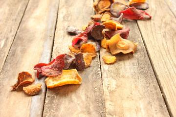 frische selbstgemachte Gemüsechips Chips selbstgemacht frisch Freiraum textfreiraum