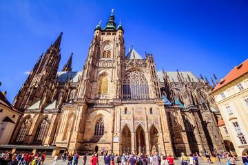 Der dritte Burghof der Prager Burg in Sommer in Prag, Tschechische Republik