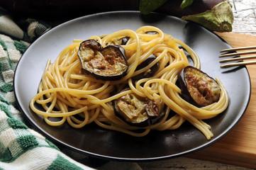 Spaghetti con le melanzane Cucina italiana Italian cuisine Pasta with aubergines