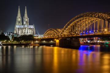 Kölner Dom und  Hohenzollernbrücke bei Nacht - Köln Panorama