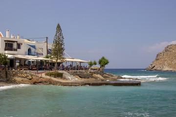 Hafen mit Taverne