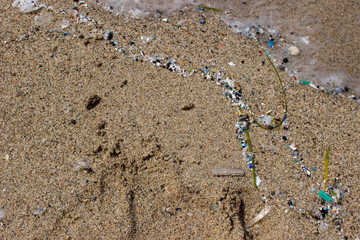 Microplastik am Strand