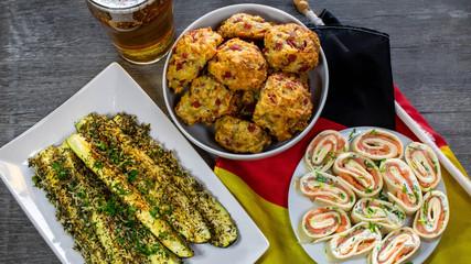 Fussballsnacks - Lachsröllchen, Pizzabälle, überbackene Zucchini
