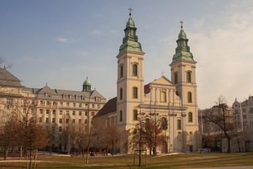 Die Kirche mit Namen  Nagyboldogasszony-templom  in Budapest