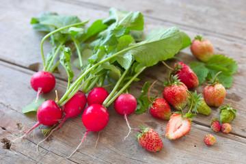 Radieschen und Erdbeeren