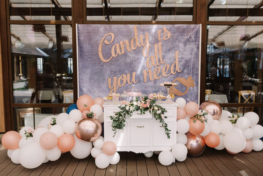 Wedding candy bar decorated with balloons