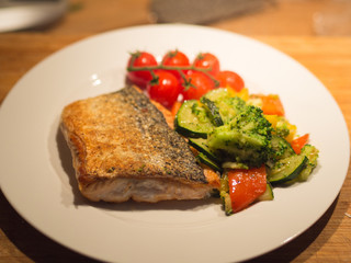 Fried salmon and tomatoes with vegetables