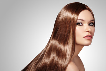 Beautiful yong Woman with Long Straight Brown Hair. Sexy Fashion Model with Smooth gloss Hairstyle. Beauty with Make-up