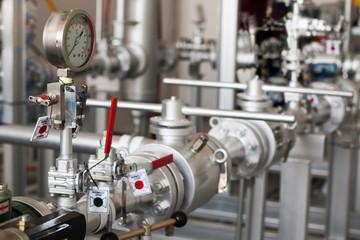 Industrial measurement sensor, process measurement, pressure gauge, process pipeline
