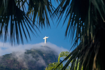 Christ the Redeemer naturally framed with tropical palm leafs Fototapete