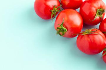 完熟の赤いトマト