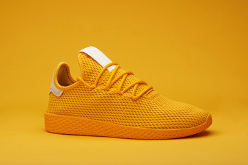 One eyllow sport shoe