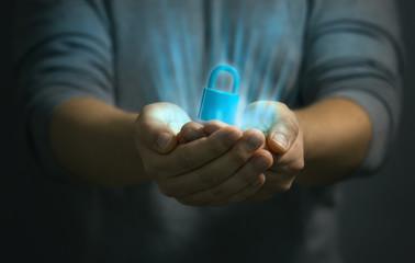 Symbol für Sicherheit in Händen halten