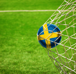 Fussball mit schwedischer Flagge