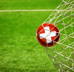 Fussball mit schweizerischer Flagge