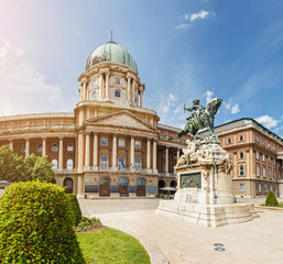 Fototapeten Budapest Panoramic view of the Budapest Royal Castle and National Gallery with equestrian statue