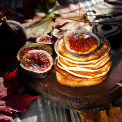Pancakes with honey and figs