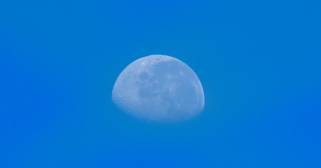 Incomplete moon - Crescent moon in blue sky - Lua crescente em ceu azul