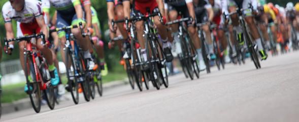 Photo sur Plexiglas Cyclisme Ciclisti in fila