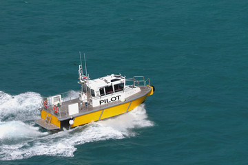 Pilot boat on fast to course