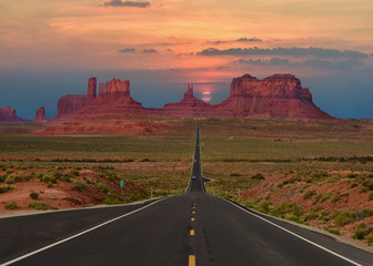 Tuinposter Route 66 Scenic highway in Monument Valley Tribal Park in Arizona-Utah border, U.S.A. at sunset.