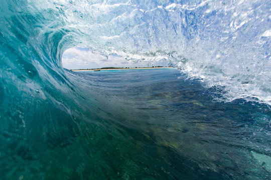 Behind the scenes of a wave