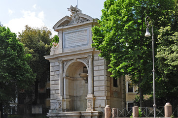 Roma Trastevere - la fontana di Ponte Sisto in Piazza Trilussa