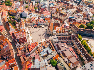 Photo sur Toile Vue aerienne Amazing aerial view of the Tallinn old town with many old houses sea and castle on the horizon.