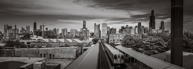 Aluminium Prints Chicago Chicago Skyline from the west side with the train