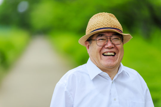笑顔の高齢男性