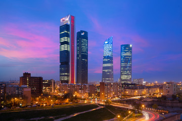 Photo sur Plexiglas Madrid Madrid Four Towers financial district skyline at twilight in Madrid, Spain.