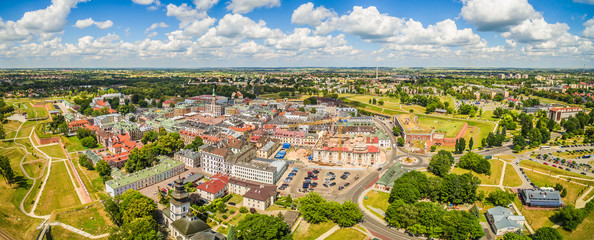 Zamość - Panorama starego miasta z lotu ptaka. Krajobraz zabytkowej części Zamościa.