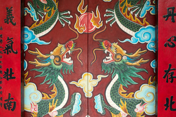 Dragon painting on red door of Quan Cong Temple, Hoi An, Vietnam ホイアンの関公廟