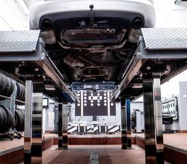 Auto Werkstatt | Reparatur | Hebebühne