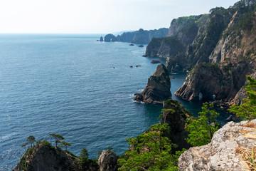 【岩手県田野畑村】高さ200mの断崖が連なる景勝地、北山崎はまさに息をのむ海のアルプス