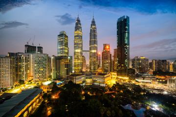 Fotomurales - Cityscape of Kuala Lumpur Panorama at sunrise. Panoramic image of skyscraper at Kuala Lumpur, Malaysia skyline at dawn.