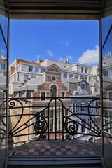 vue de Bruxelles à travers une fenêtre