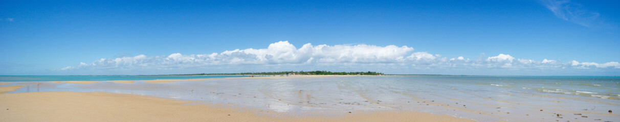Ponta do Corumbau in panoramic - Sea, sand, beach, horizon and landscape - Brazilian beach (Bahia - Brazil)