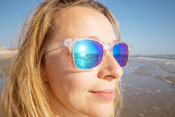 beautiful woman watch the sea with sunglasses