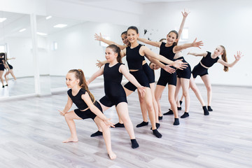 Foto auf AluDibond Tanzschule The group of beautiful teenage girls practicing modern ballet dance.