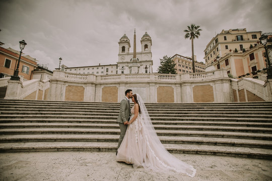 Young wedding couple on Spanish stairs in Rome