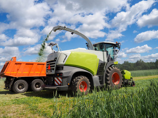 Agricultural machines cleaning for silage, harvesting combine