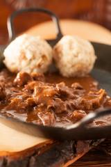 Gulasch in Pfanne - Goulash in frying pan