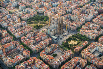 Zelfklevend Fotobehang Centraal Europa Barcelona aerial view, Eixample residencial district and Sagrada Familia Basilica, Spain