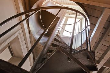 Foto op Plexiglas Trappen escalier en métal tournant dans rénovation maison ancienne