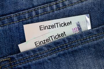 Fahrkarten in einer Hosentasche